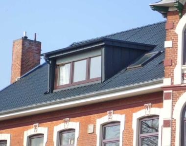 Durch die funktionale Erscheinung harmoniert die Flachdachgaube mit jedem Haus