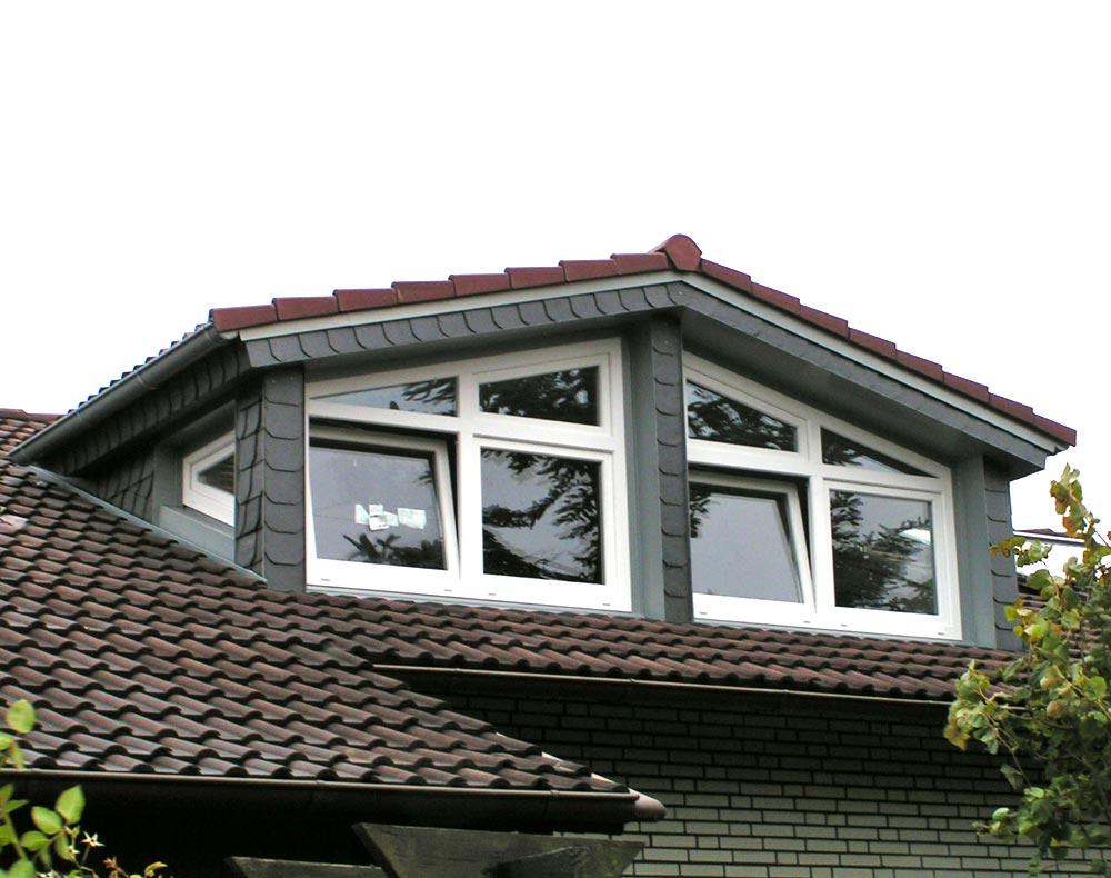 Die Satteldachgaube mit Fenstern an den Seiten