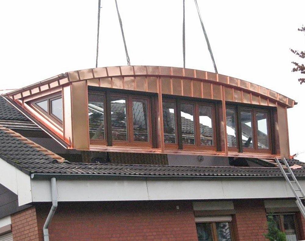 Die Gaube kurz vor dem Einsetzen in das Dach